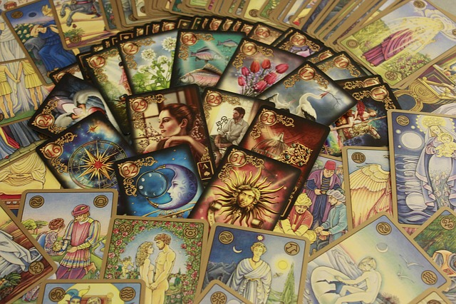 interpreting-tarot-cards.jpg